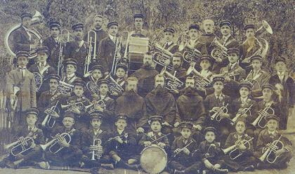 Ýzmitte Fransýz Aziz Barbara koleji Ermeni trompet çalan bandosu